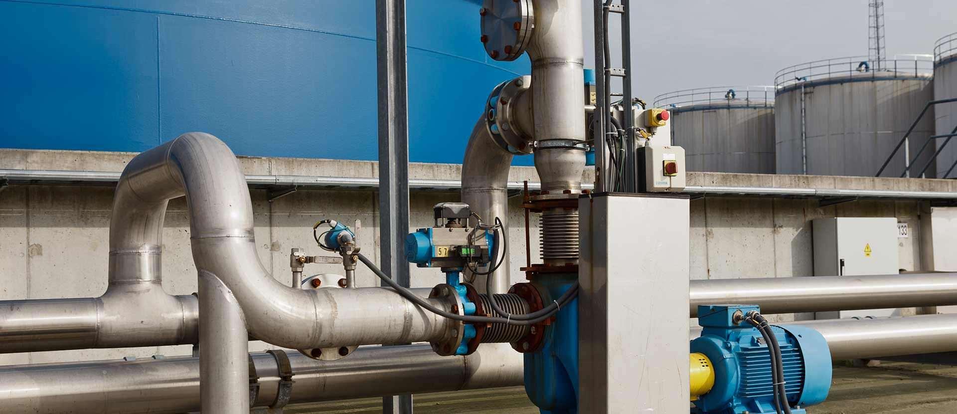 High pressure pump connectors