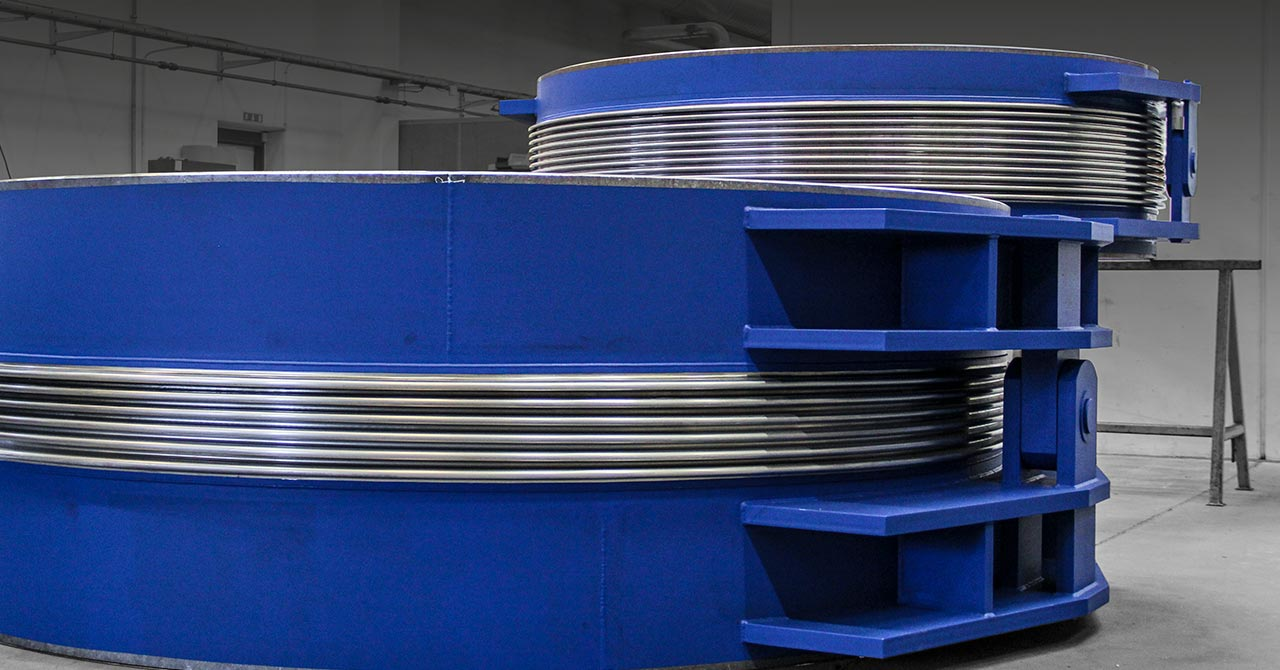 Large hinged and gimbal expansion joints