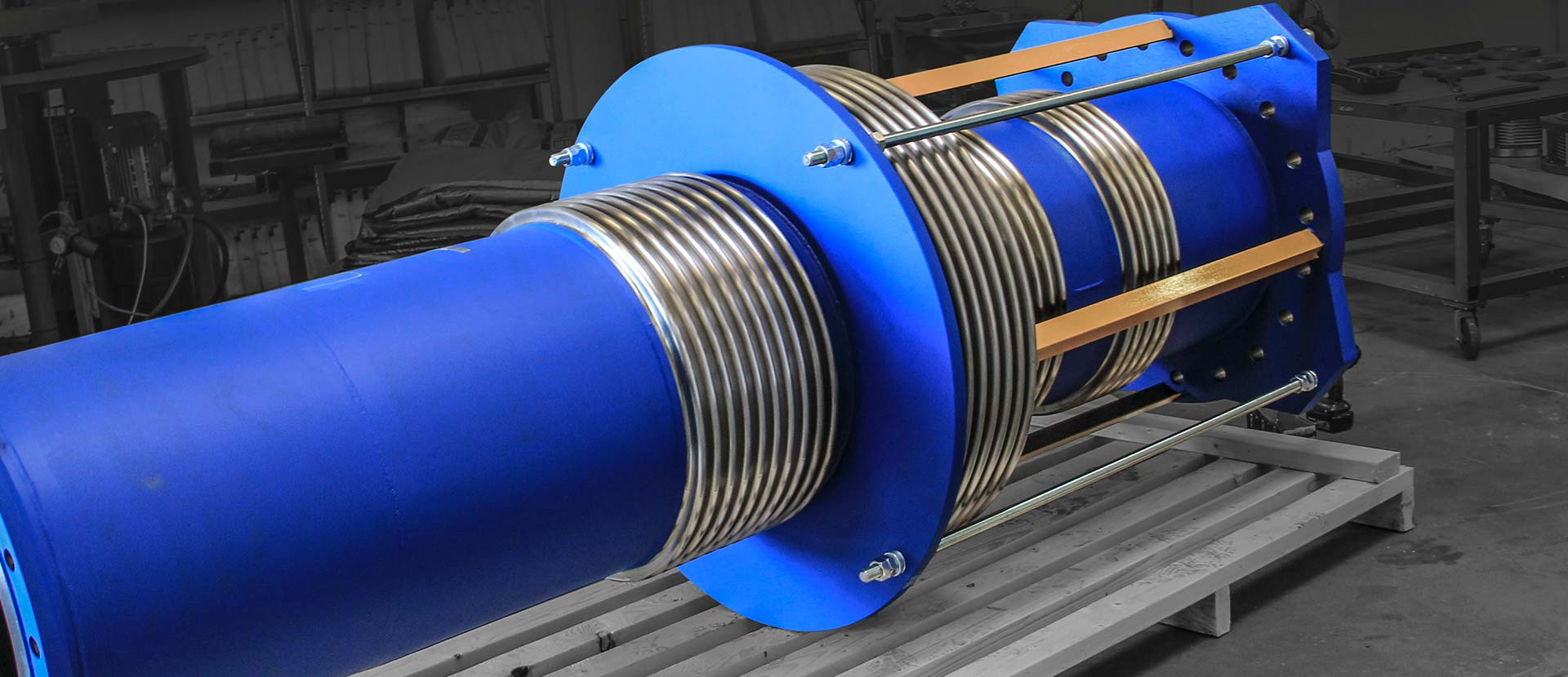 Pressure balanced expansion joint